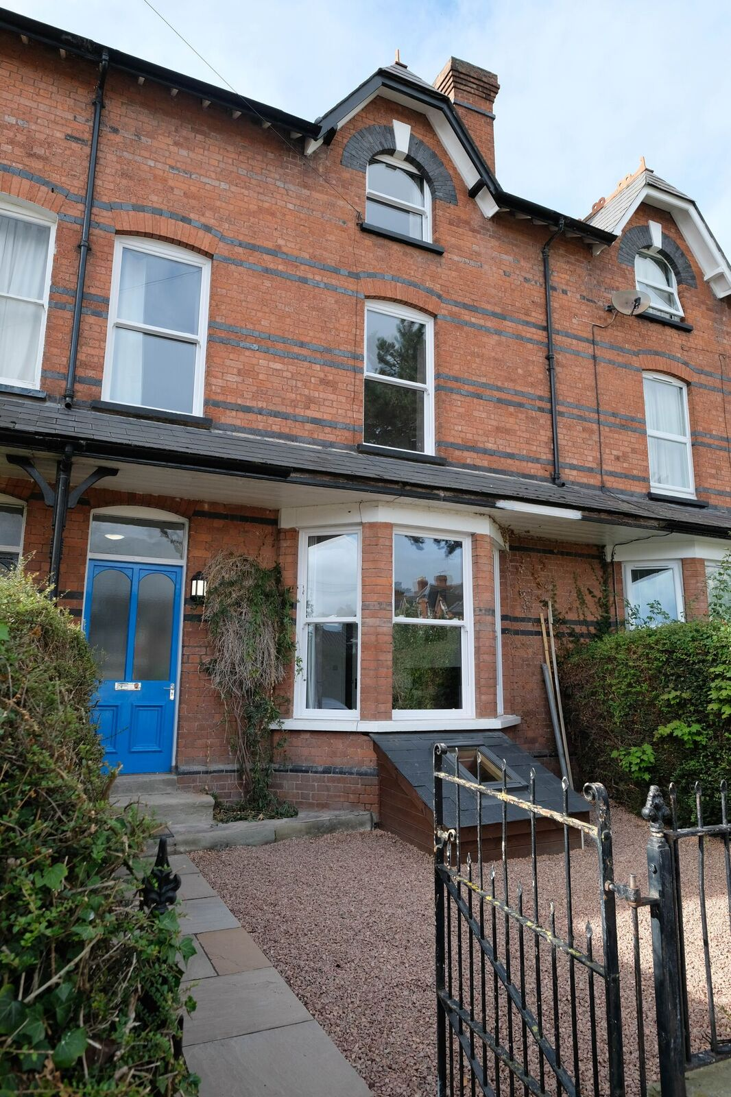 Brilliant Professional 7 Bed HMO Property For Sale