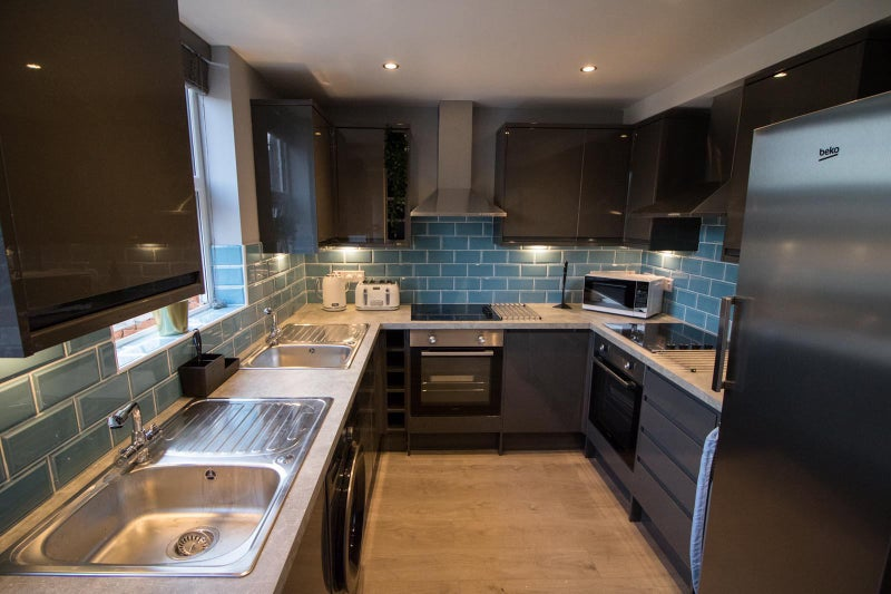 Excellent 6 Bedroom All Ensuite Professional HMO For Sale